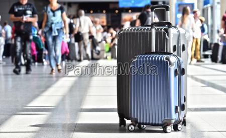 dos maletas plasticas del recorrido en