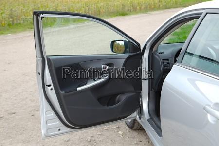 puerta abierta del coche