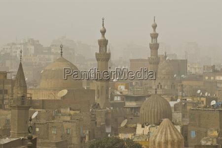 smog sobre los minaretes de el