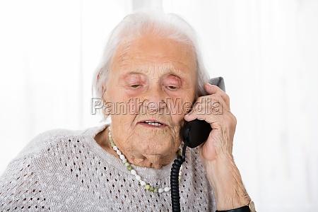 mujer telefono hablar hablando habla charla