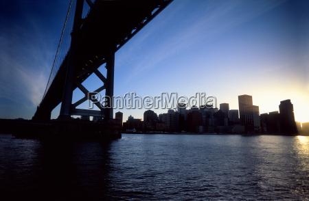 azul torre ciudad color aguas puente