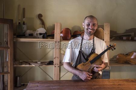 personas gente hombre risilla sonrisas artesano