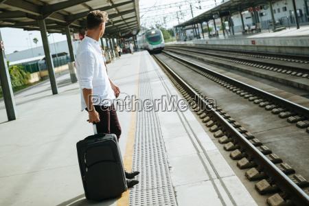esperar espera estacion tren vehiculo transporte