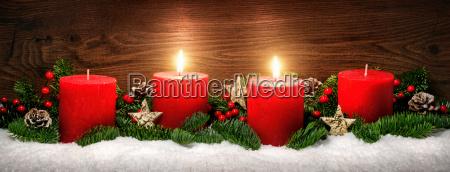 decoracion del adviento con dos llamas