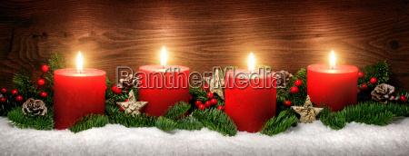 decoracion de adviento con cuatro llamas