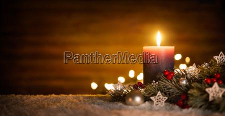 vela con decoracion festiva y fondo