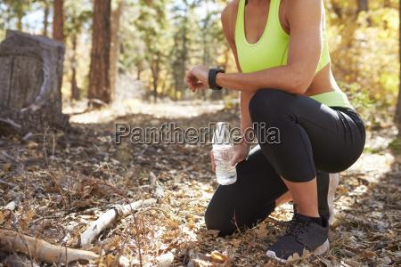 mujer salud ocio arbol arboles caucasico