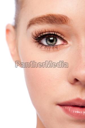 ojos de belleza y media cara
