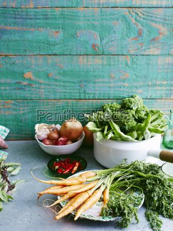 naturaleza muerta comida madera placa vegetal