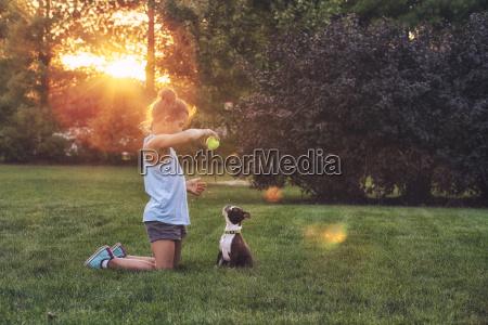 amistad juego juega femenino arbol parque