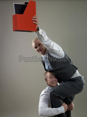 logro equilibrio cooperacion negocios trabajo mano