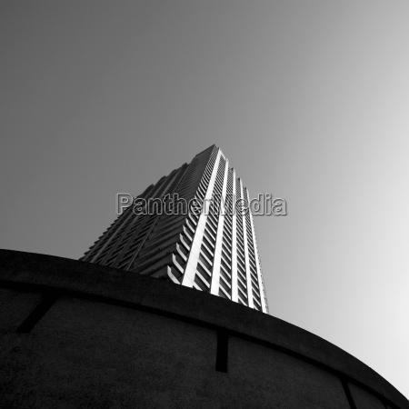 torre paseo viaje moderno al aire