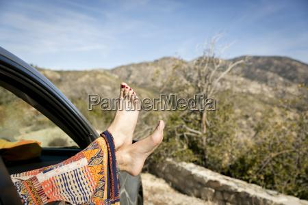 mujer relajacion femenino arbol coche carro