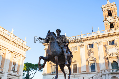 statue of marcus aurelius on piazza