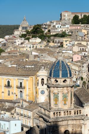 la antigua ciudad barroca de ragusa