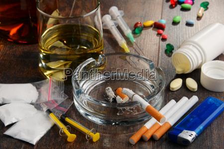 sustancias adictivas incluyendo alcohol cigarrillos y