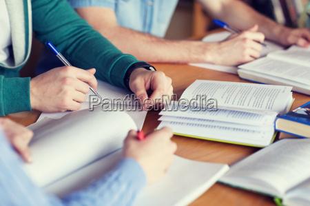 estudio personas gente hombre mano manos