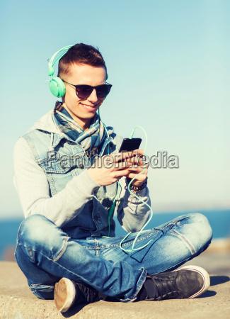 telefono personas gente hombre risilla sonrisas