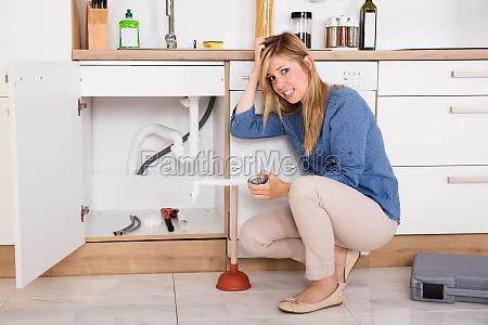 mujer frustrada que tiene problema del