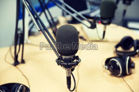 microfono en el estudio de grabacion