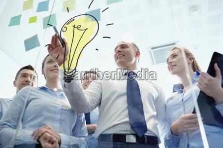 personas gente hombre oficina risilla sonrisas