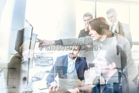 equipo, de, negocios, trabajando, en, oficina - 20081796