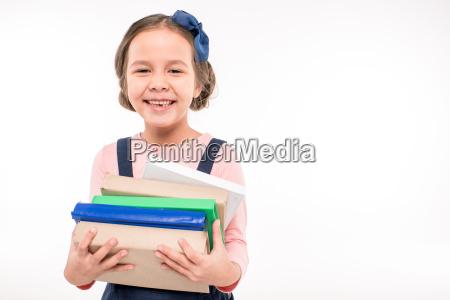 colegiala sosteniendo libros