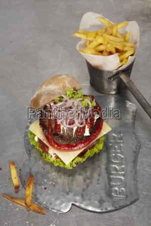acero metal queso jugoso hamburguesa tomate