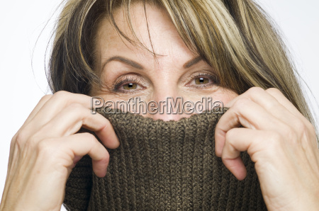 mujer risilla sonrisas liberado moda de