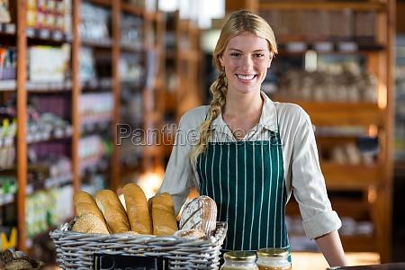 mujer risilla sonrisas comida pan hermoso