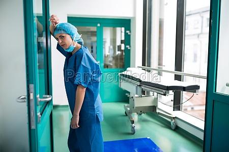 medico mujer vidrio vaso trabajo medicinal