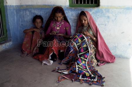 artesania tribal de bordado y aplique