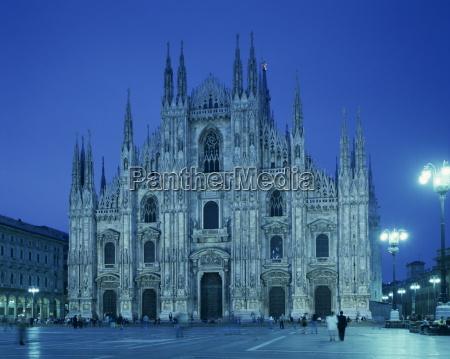 paseo viaje religioso catedral noche europa