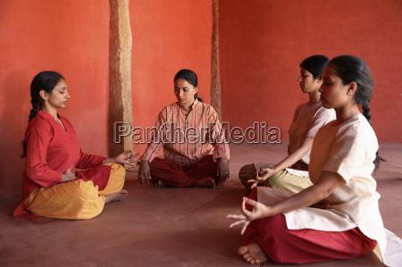 pranayama yoga respirando en ityagram dance