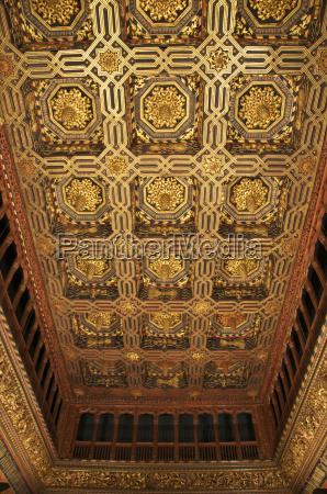 interior espanya dorado rectangular perpendicular atraccion