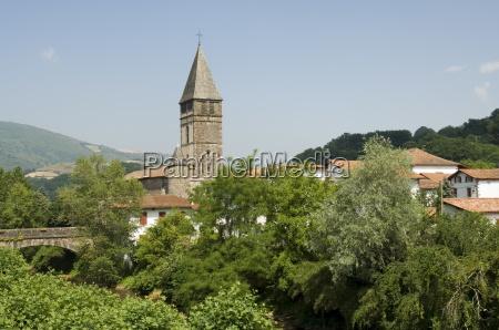 paseo viaje iglesia ciudad color caucasico