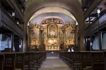 paseo viaje interior religioso iglesia color