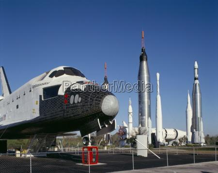 lanzadera y cohetes jubilados centro espacial