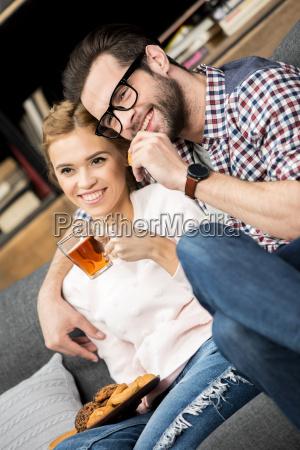 pareja bebiendo te
