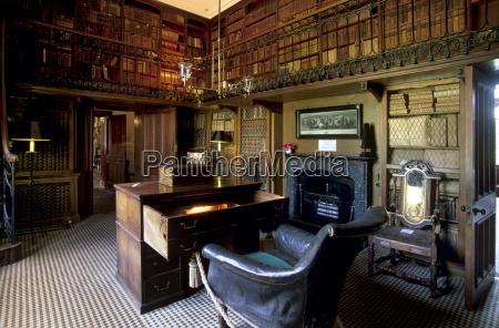 el estudio y escritorio donde sir
