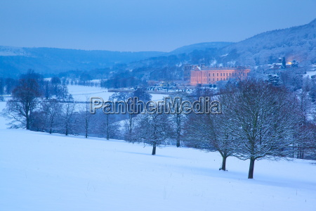 chatsworth house and snow derbyshire dales