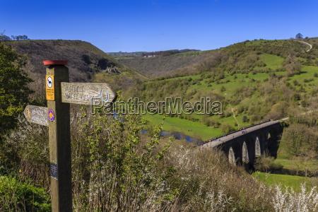 monsal head viaduct and footpath sign