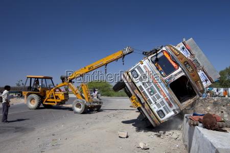 tata camion volco en accidente de