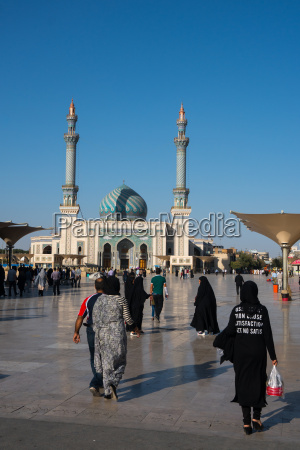 plaza astane frente a la mezquita