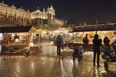 paseo viaje ciudad noche turismo casco