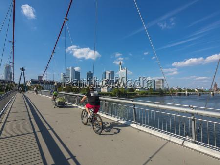 paseo viaje ciudad puente nube al