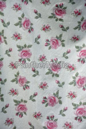 tejido con patron de rosas