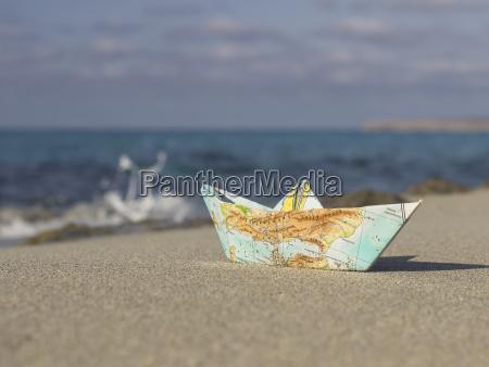 espanya formentera pequenyo barco de papel