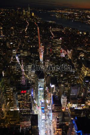 paseo viaje ciudad noche coche carro