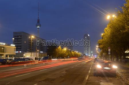 paseo viaje ciudad trafico noche coche
